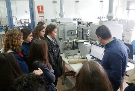 Alumnos de bachillerato visitan AGQ Labs
