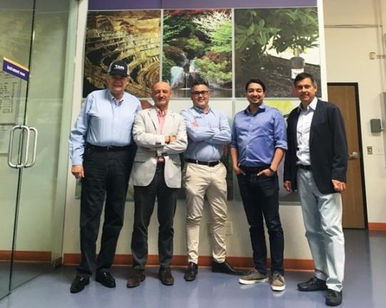 consul de España visita AGQ Labs
