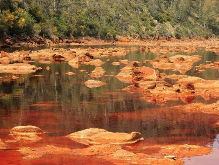 Procesos para tratar aguas con drenaje ácido de roca